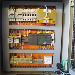 Montagem de quadros de comando elétrico